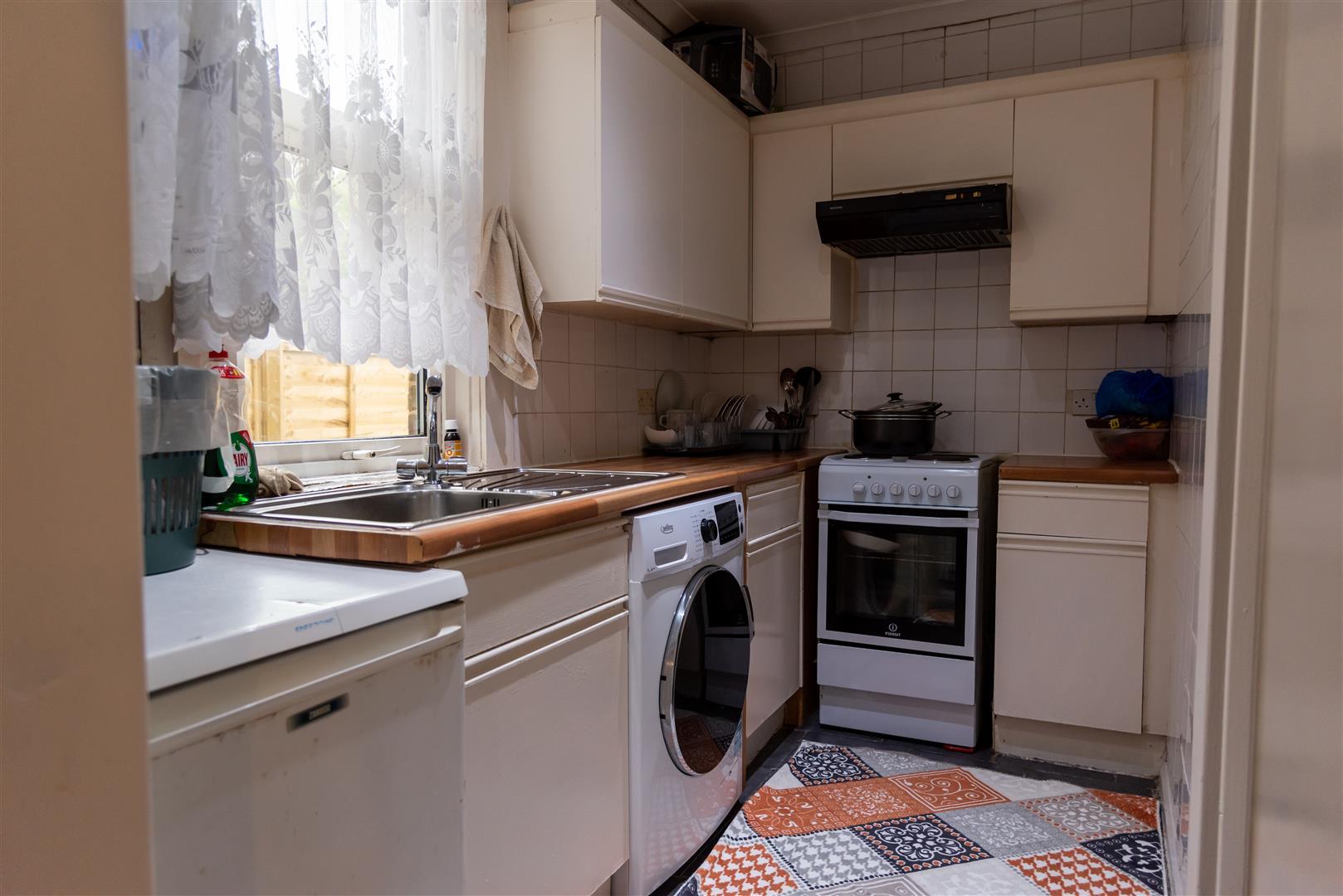 2 Bedroom Garden Flat For Sale Heysham Road, N15